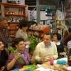 Fotoracconto della cenabaratto con Franca Molinaro, sulle erbe, e La Vigna, sui vini solidali